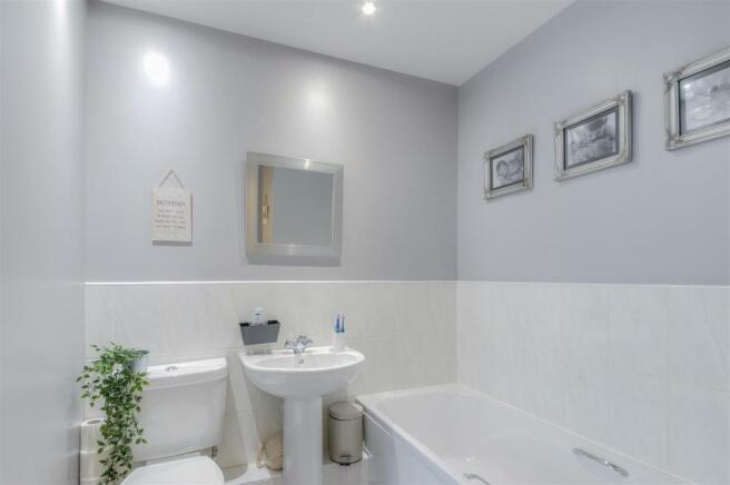 Dennetts Close Family Bathroom