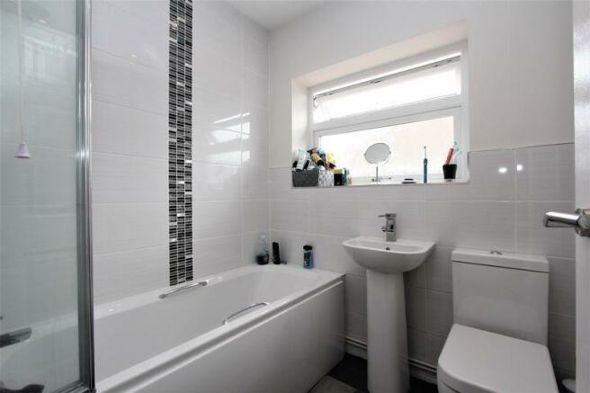 Howdens Bathroom