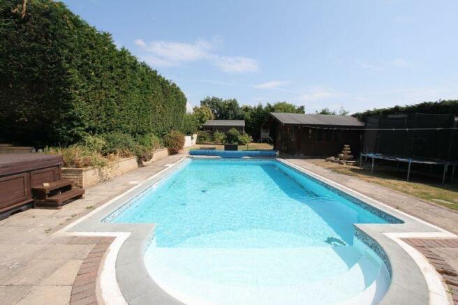 Swimming Pool ...