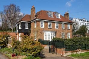 Photo of Merton Lane, Highgate, London, N6
