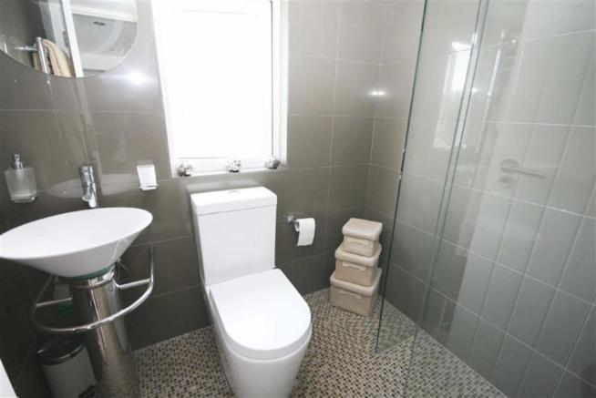 En-suite Shower wc