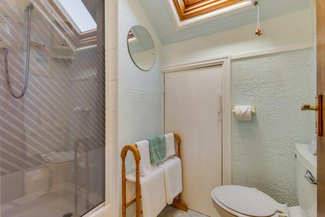 Shower room for l...