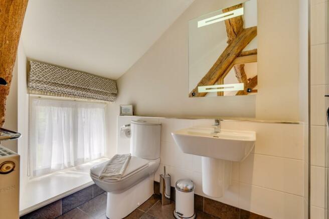 Bedroom 2 En Suit...
