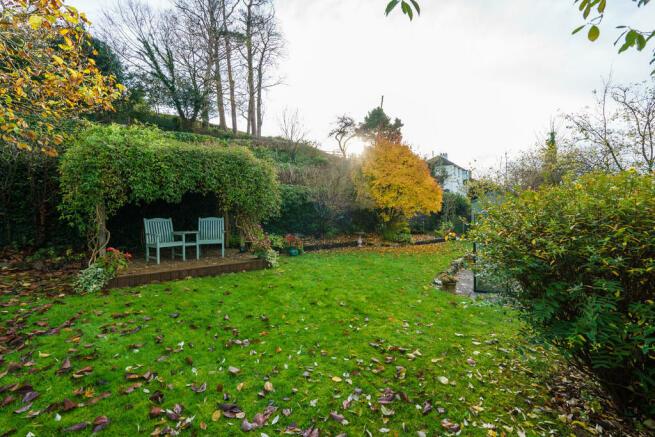 Garden and Seatin...
