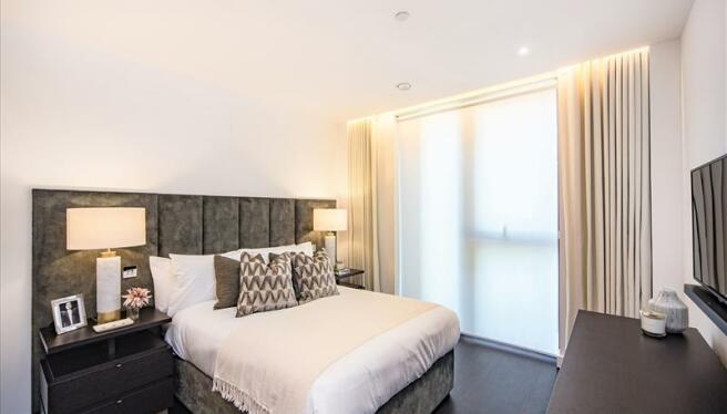 Master Bedroom (Blind closed)