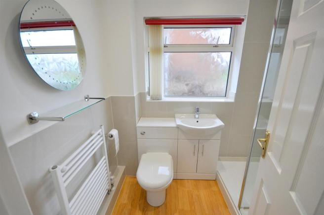 Re-Fitted Shower Room/Wc