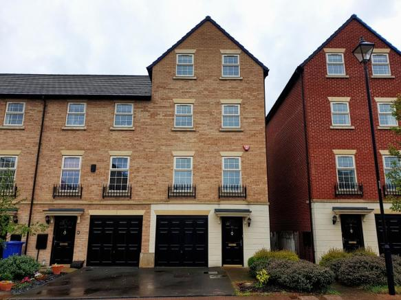 e84c44a8f66 5 bedroom town house to rent in Comelybank Drive, Mexborough, S64