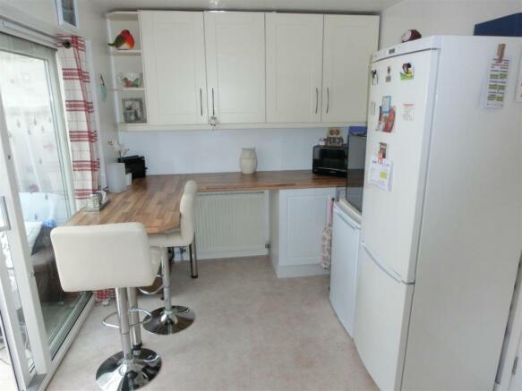 Peterbrook Road 328 Kitchen2.jpg