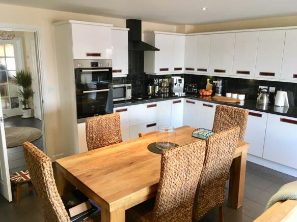 dining kitchen aspect 2
