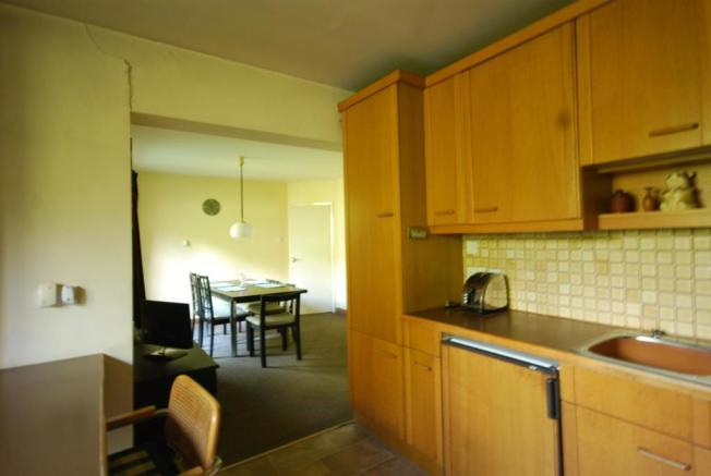 FURTHER VIEW OF THE DINING KITCHEN
