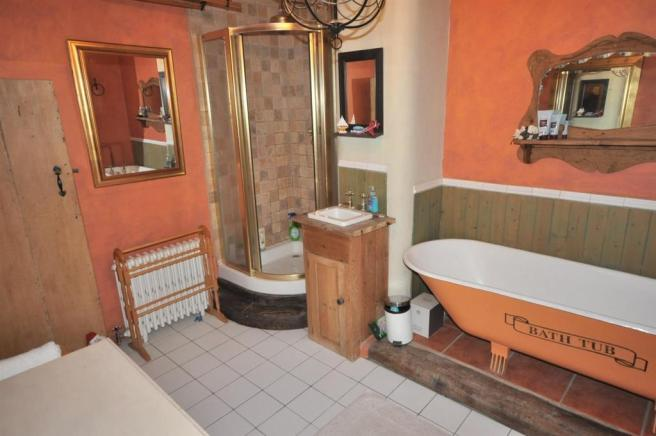 FURTHER VIEW OF BATHROOM