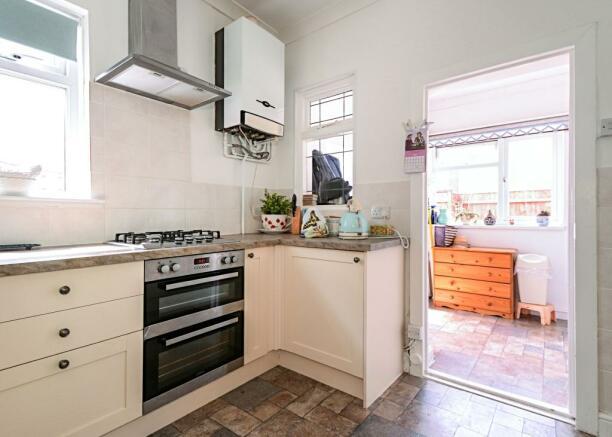 Kitchen to utility r