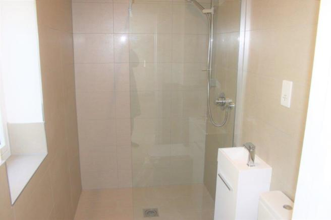 CLOAKS/WC/SHOWER ROOM