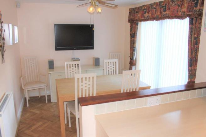 FAMILY/DINING AREA