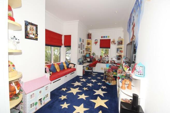 5 bedroom detached house for sale in chatsworth road. Black Bedroom Furniture Sets. Home Design Ideas