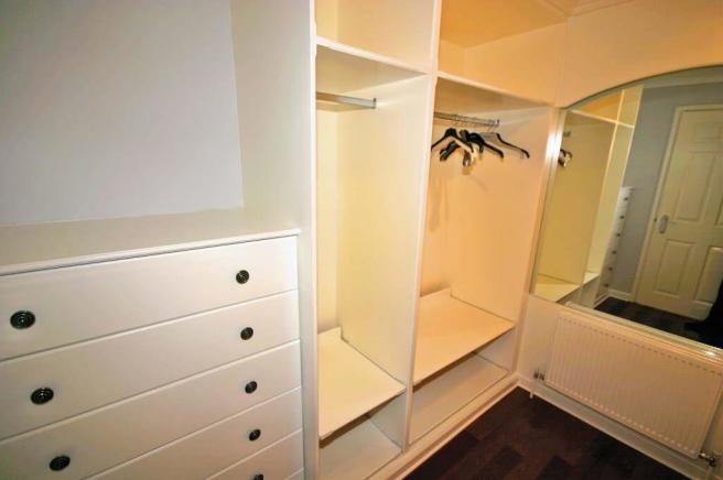 DRESSING ROOM TO BED 1
