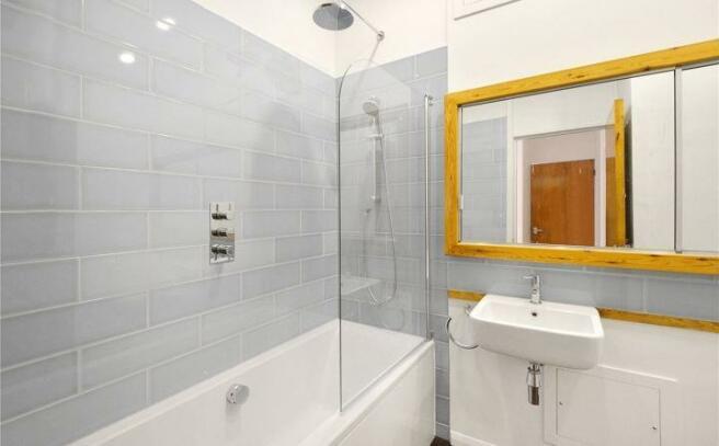 Bathroom, Wapping