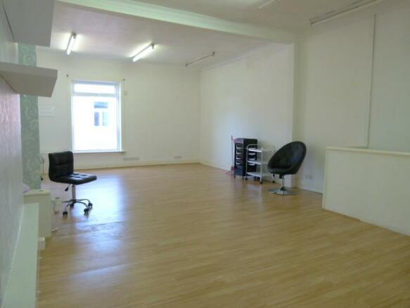 Salon now empty