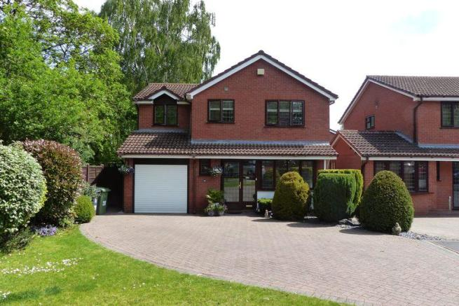 4 bedroom detached house for sale in Thistle Down Close