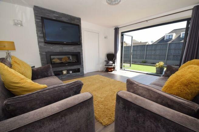 Lounge (doors ...