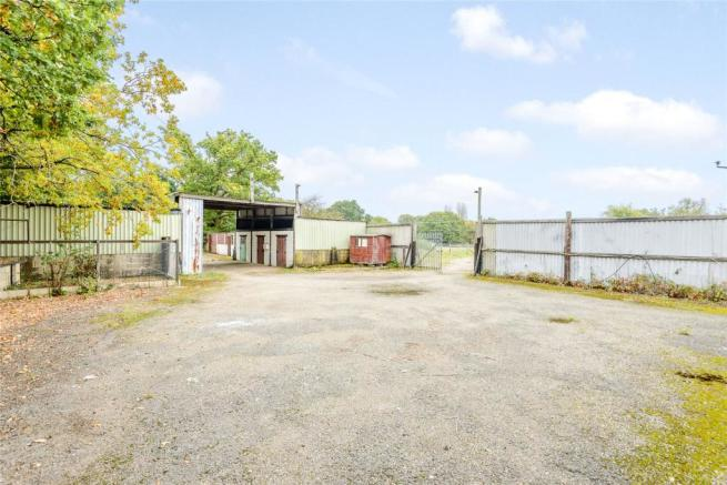 Yard & Outbuildings