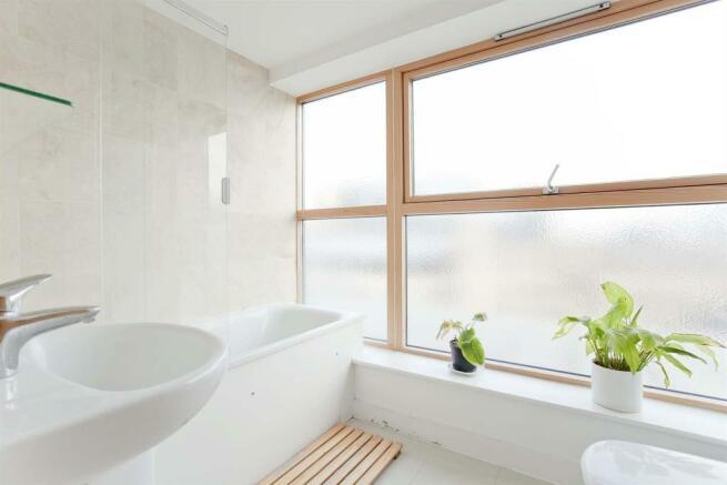 Gal Bath.jpg