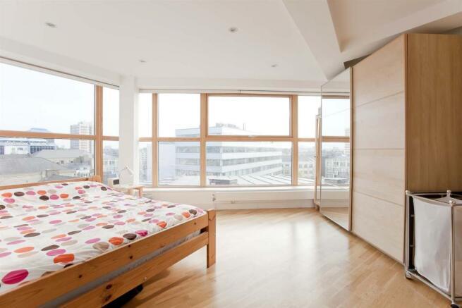 Gal Bed 2.jpg