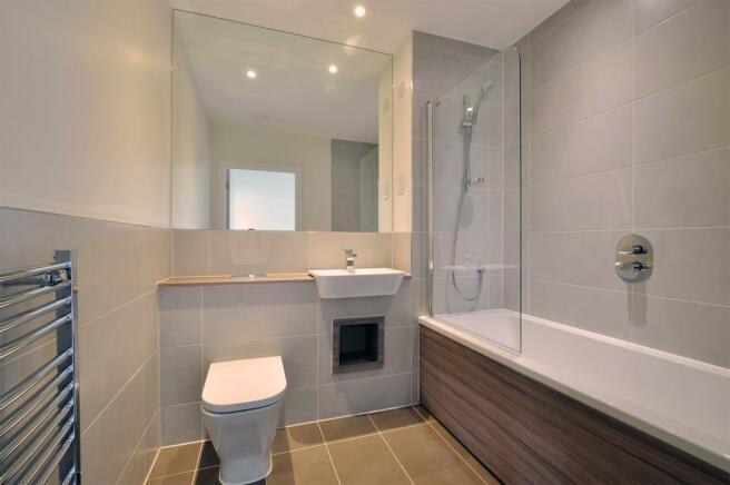 Luxury guest bathroo
