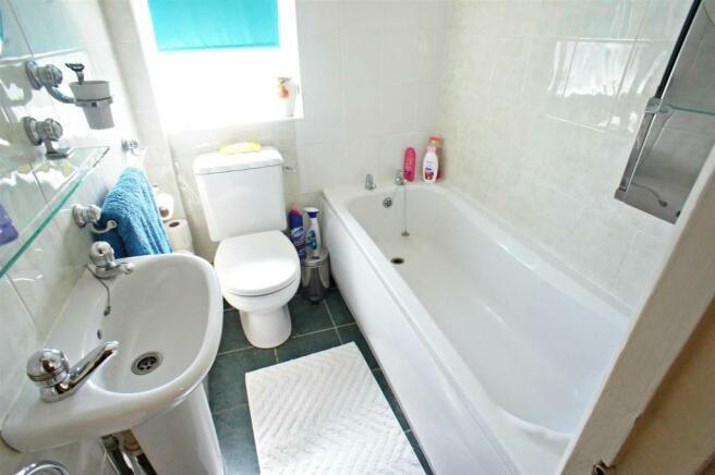 wittenhamwaybathroom.jpg