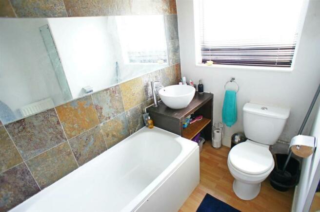 lambournegardensbathroom.jpg
