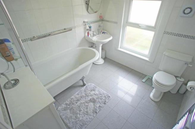 salisburybathroom.jpg