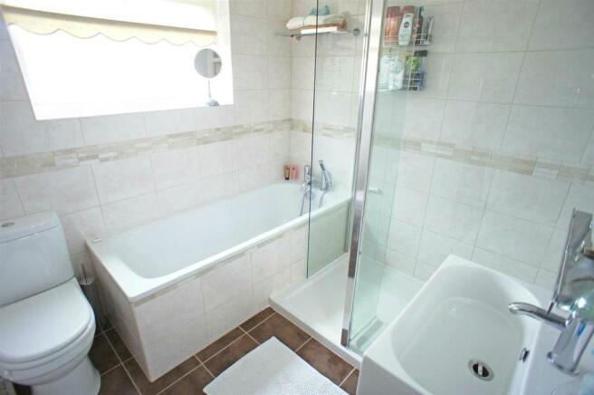 middletonavebathroom.jpg