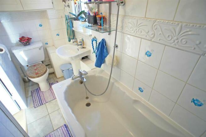 mapletonbathroom.jpg