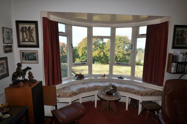 Lounge - bay window