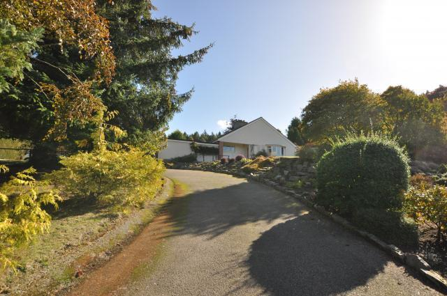 Driveway up to Suil-