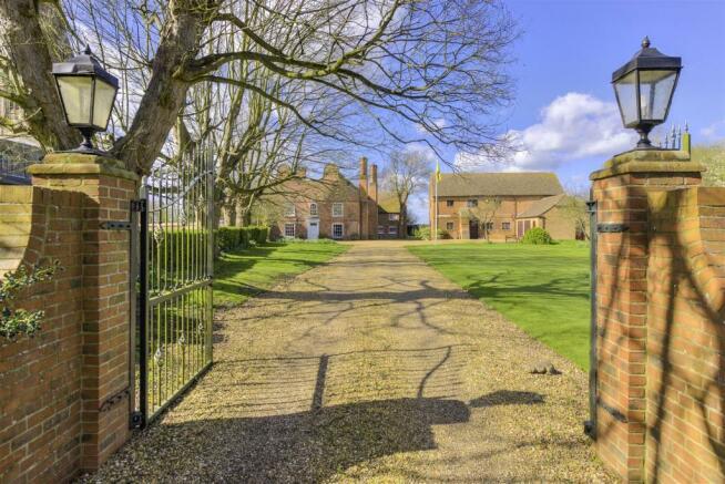 Manor House externals ph02.jpg