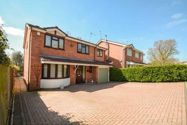 5 bedroom detached house for sale in Church Down Close