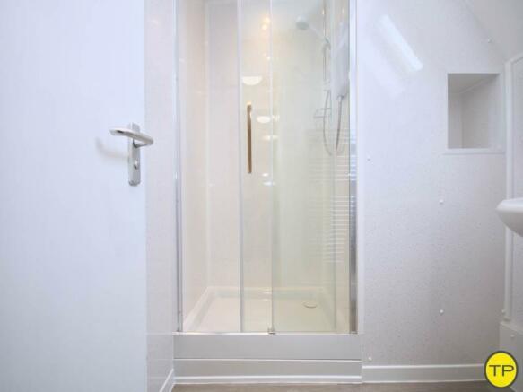 Shower room 3rd floo
