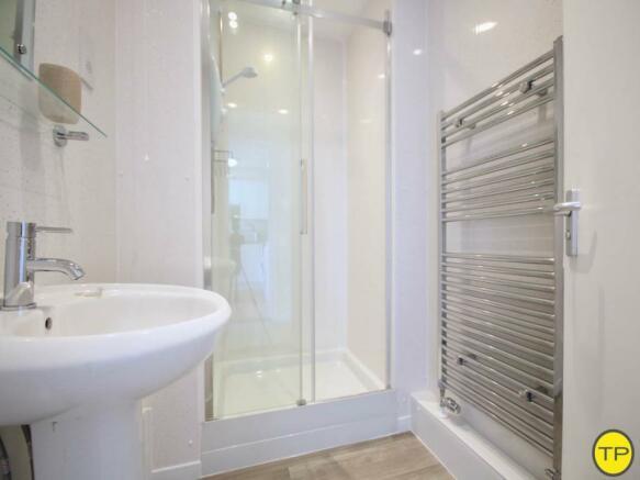 Shower room ground f