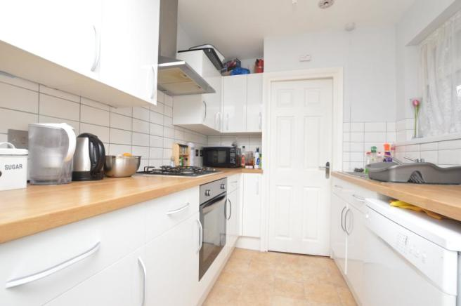 Fitted Kitchen (2)