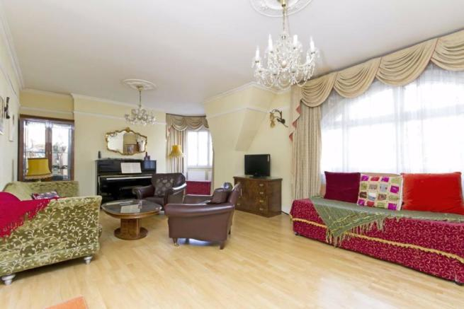 4 bedroom flat to rent in Hammersmith Road, West ...