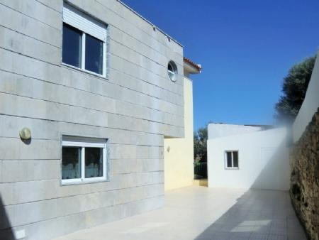 Image 1, 3 Bedroomed Townhouse : AVL11