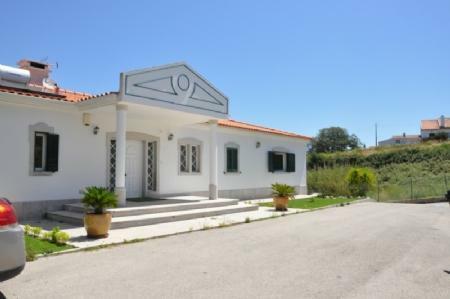 Image 1, 4 Bedroomed Villa : AV1773