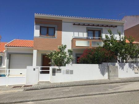 Image 1, 3 Bedroomed House : AV2000