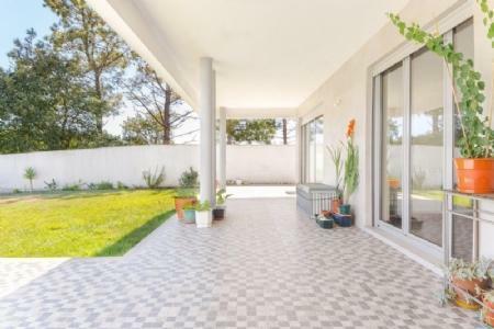 Image 1, 4 Bedroomed Villa : AV1878