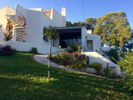 Image 1, 3 Bedroomed Villa : AV1780