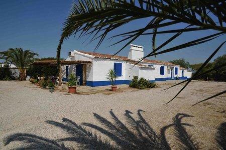 Image 1, 10 Bedroomed Villa : AVI332