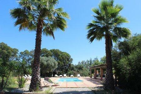 Image 4, 10 Bedroomed Villa : AVI332