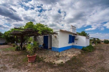 Image 5, 10 Bedroomed Villa : AVI332