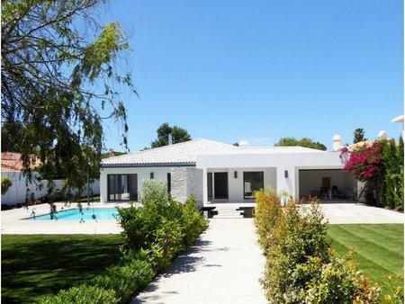 Image 1, 5 Bedroomed Villa : AVM183